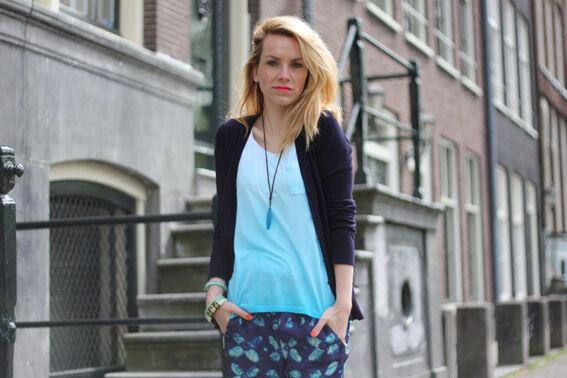 Tess van Daelen in haar DIY ombre shirt