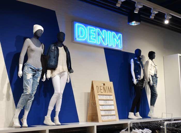 Denim afdeling in de Forever21 in Amsterdam