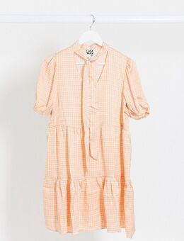 Aangerimpelde jurk met halsstrik en ruit-Oranje