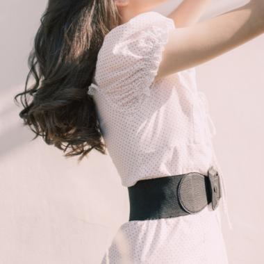 De jurk met tailleriem: een mooie look voor een zandloper